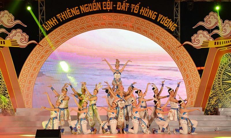 """""""Linh thieng nguon coi"""" chuong trinh dac sac chao mung Gio To Hung Vuong"""