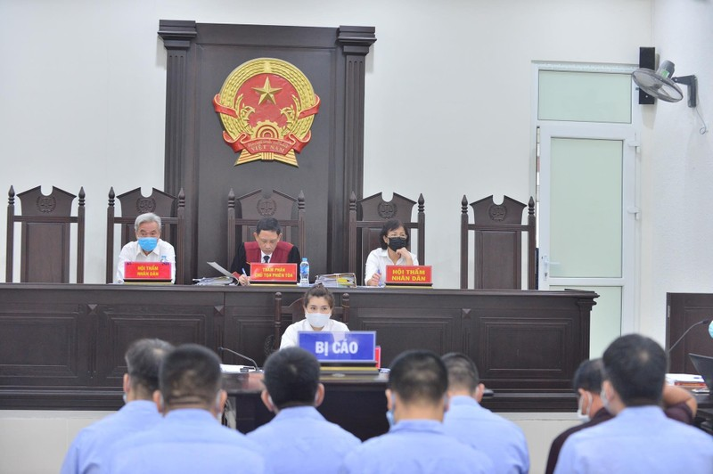 90 canh sat, thanh tra giao thong Ha Noi phu nhan 'bao ke' xe tai-Hinh-2