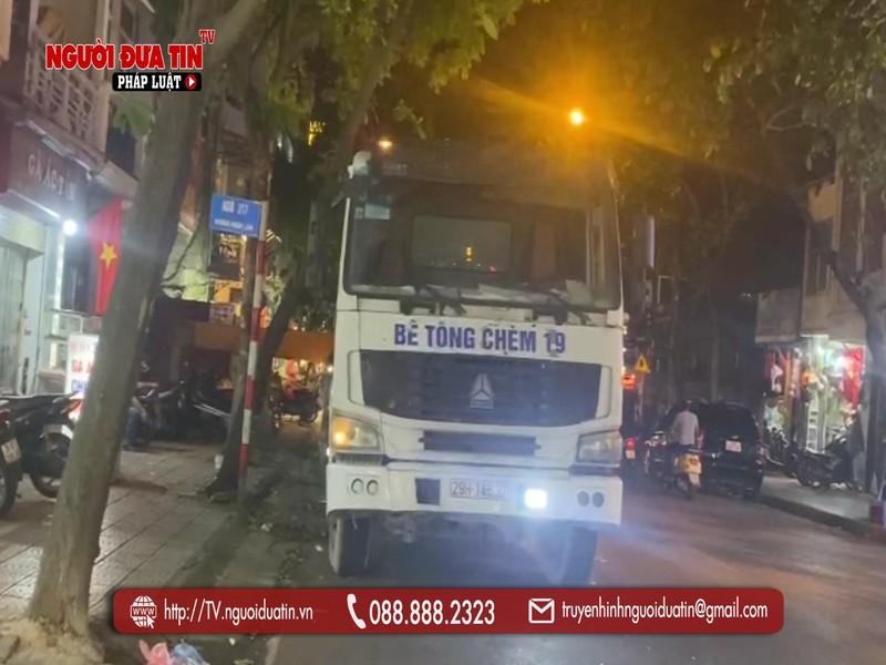 """Ha Noi: Xe bon cho be tong """"nao loan"""" pho phuong Ha Noi-Hinh-5"""
