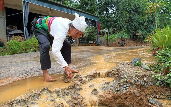 "Vu duong 70 ty dong vua lam xong ""nat nhu tuong"": Phat hien 13 diem hu hong-Hinh-2"
