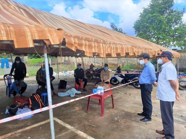Nhom ngu dan dap xe hon 1.000km den Binh Duong thi bi tra lai Dak Nong