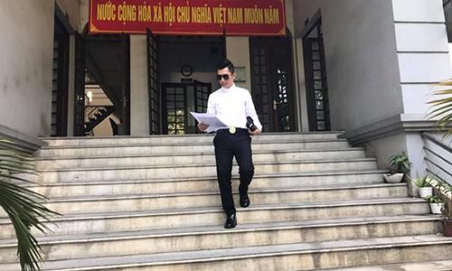 Bao Duy da chinh thuc nop don ly hon Phi Thanh Van