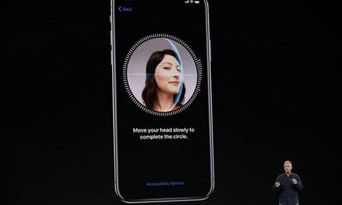 Video: IPhone X trong quang cao di dom, chi can khuon mat chu nhan thoi