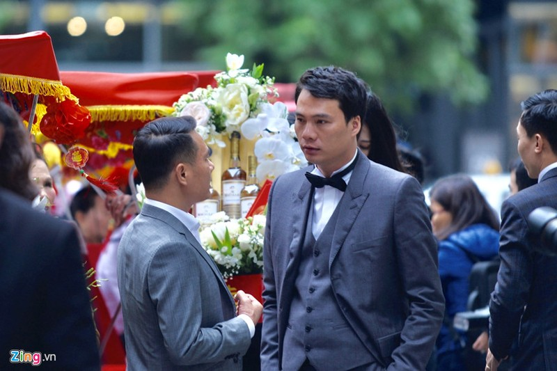 Hon phu cua A hau Thanh Tu: Dai gia xuat than tu chang trai ban kem dao