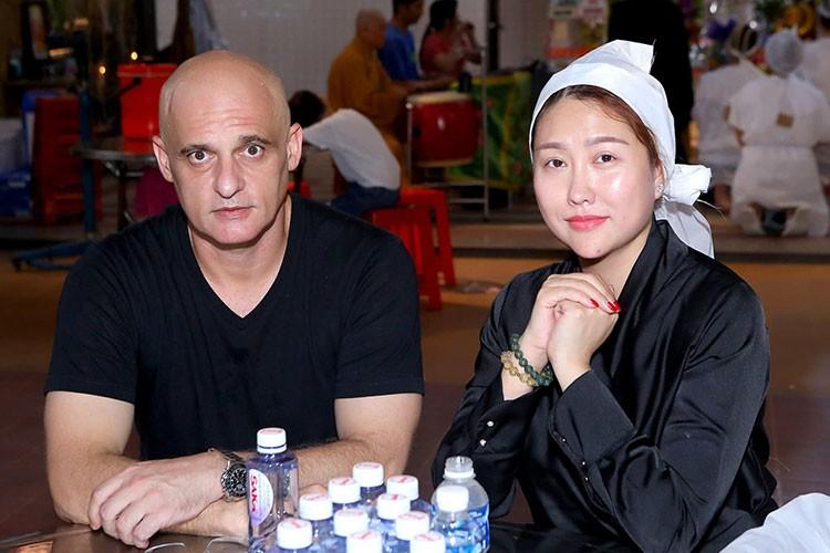 Bat ngo moi quan he giua Phi Thanh Van va chong cu nguoi Phap-Hinh-10
