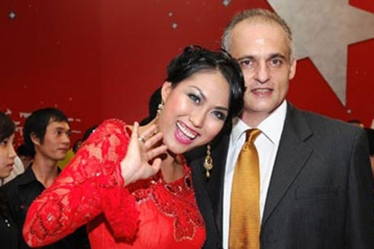 Bat ngo moi quan he giua Phi Thanh Van va chong cu nguoi Phap-Hinh-2