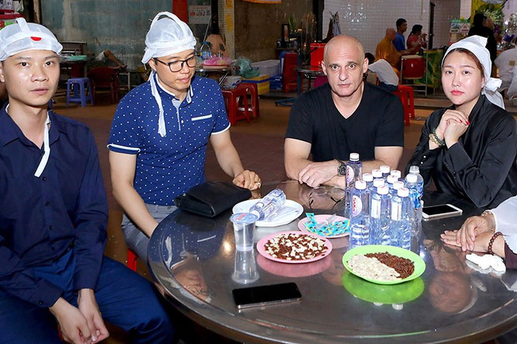 Bat ngo moi quan he giua Phi Thanh Van va chong cu nguoi Phap-Hinh-9