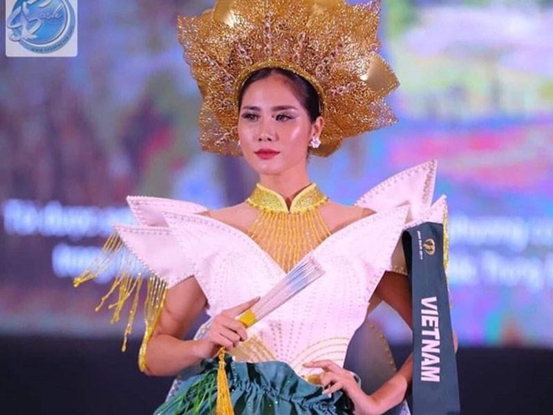 """Vi sao """"my nhan Viet lo nguc"""" trang tay o chung ket Miss Earth 2019?"""