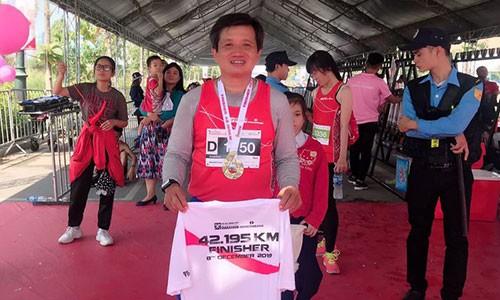 Sau khi thoi viec, ong Doan Ngoc Hai chay marathon va doat huy chuong