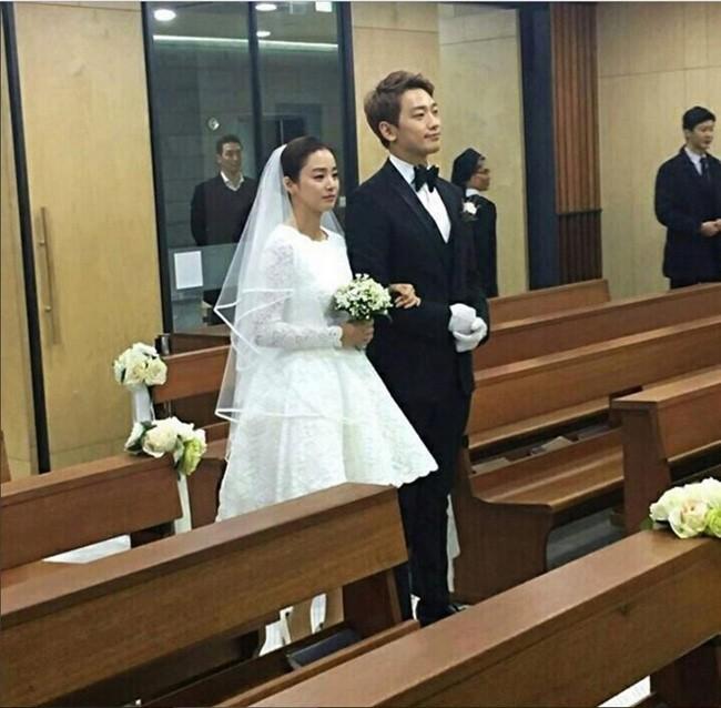 Lo hinh anh hiem hoi cua Bi Rain va Kim Tae Hee trong dam cuoi em trai-Hinh-2