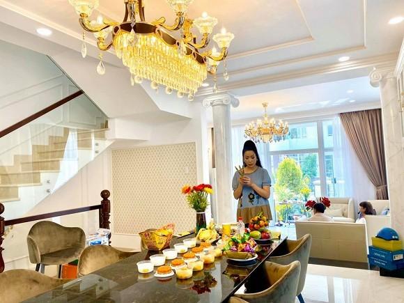 Dien vien Trinh Kim Chi lam le cung khi ve o biet thu 200 m2-Hinh-4