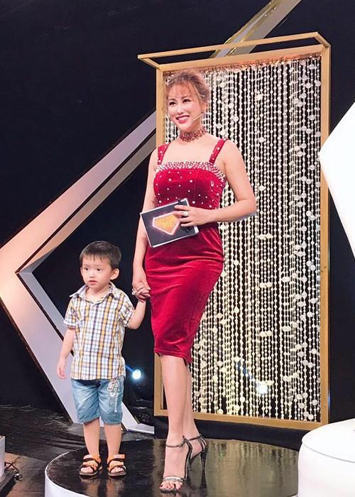 Ve goi cam cua my nhan 2 doi chong, 21 lan dao keo-Hinh-3