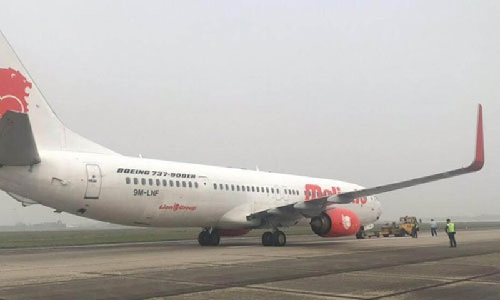 May bay Boeing cho 91 nguoi no lop o san bay Noi Bai