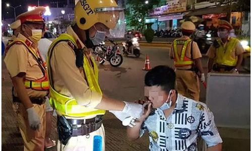 Sang kien cua CSGT Soc Trang trong viec kiem tra nong do con truoc dich corona