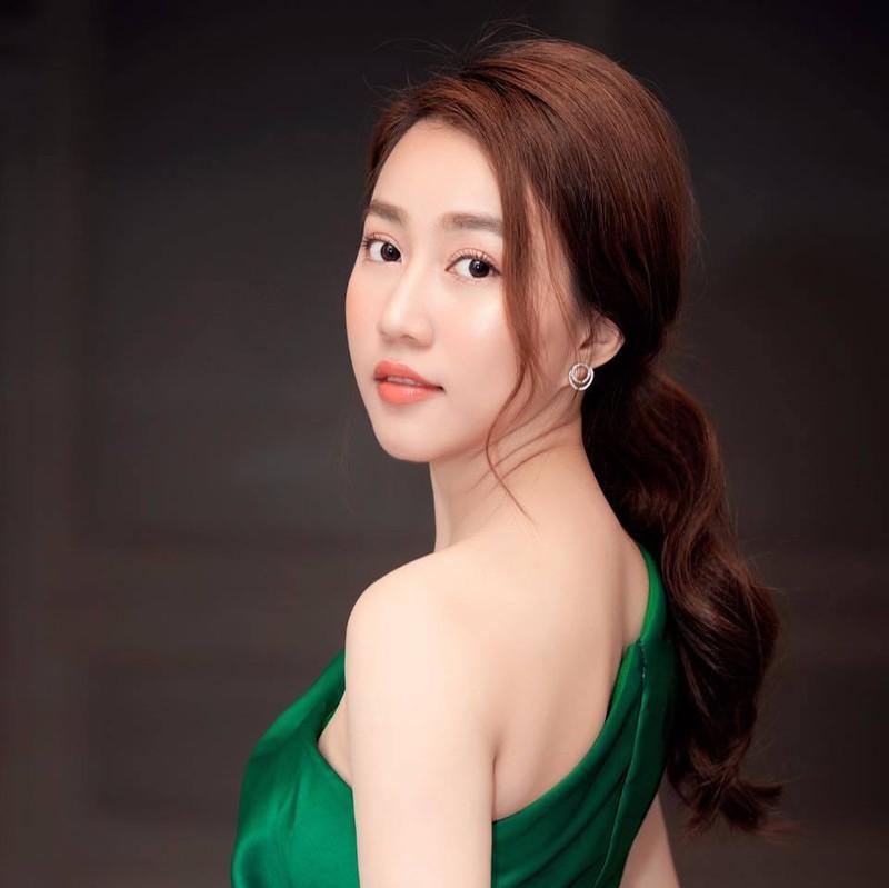 """Cau thu Tien Linh nhan Hong Loan: """"Anh chi gioi lam ban doi voi em"""""""