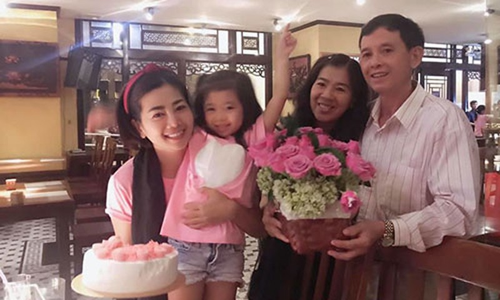 """Oc Thanh Van: """"Mai Phuong chac chan khong muon bo me bi cong kich"""""""