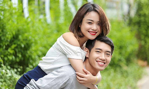 "Thai Trinh phan ung la giua tin don bi Quang Dang ""cam sung"" luc con yeu"