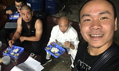 "Dao dien ""Cham mat giang ho"" phat ngon soc ve Duong ""Nhue"" la ai?"