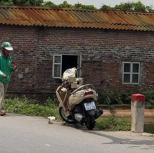 Hung Yen: Phat hien thi the me don than cung xe may duoi ao-Hinh-2