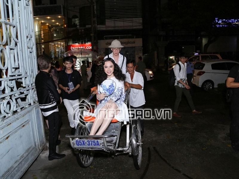 Lam Khanh Chi lo tren tham do, loat sao gay cuoi bi nem da-Hinh-11