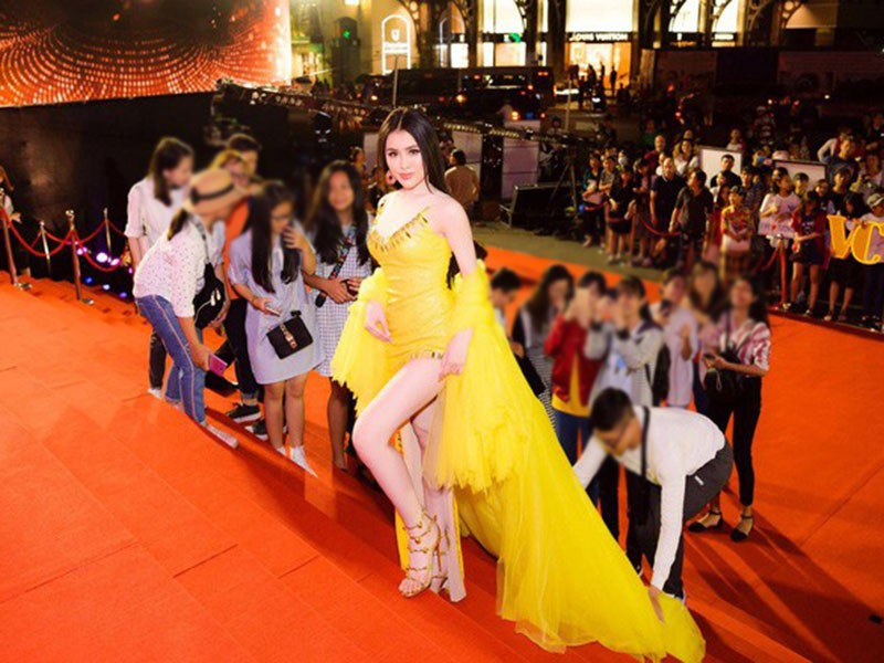 Lam Khanh Chi lo tren tham do, loat sao gay cuoi bi nem da-Hinh-15