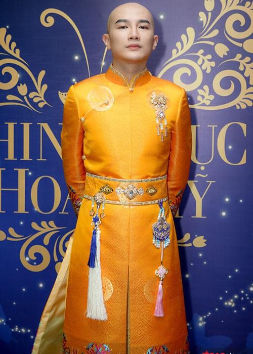 Lam Khanh Chi lo tren tham do, loat sao gay cuoi bi nem da-Hinh-6