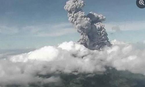 Indonesia: Nui lua Merapi phun trao, canh bao hang khong muc cao nhat