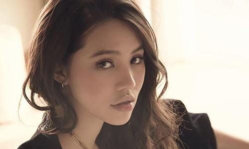 Jolie Nguyen doi avatar den, dang bia mo chinh minh gay hoang mang