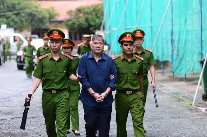 Xu vu Tram Be-Duong Thanh Cuong: Dong loat gianh khoi tai san