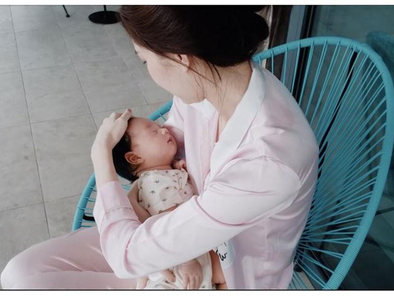 Con gai Cuong Do la - Dam Thu Trang: Dan baby Vbiz sinh ra o... vach dich-Hinh-4