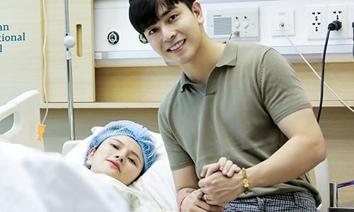 Thu Thuy sinh con gai 3,2 kg cho chong tre Kin Nguyen