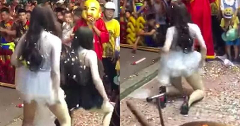 Co gai coi ao, de banh nuong truoc nguc tao dang phan cam-Hinh-2