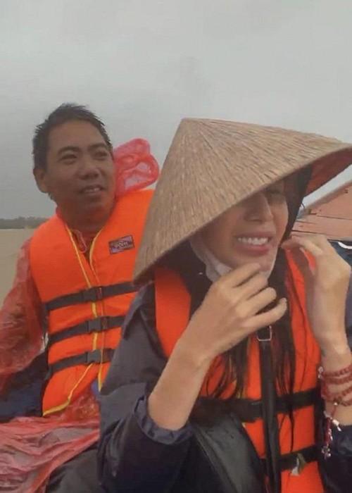 Xuc dong canh Thuy Tien an voi, tay nhan nheo khi di tu thien-Hinh-4