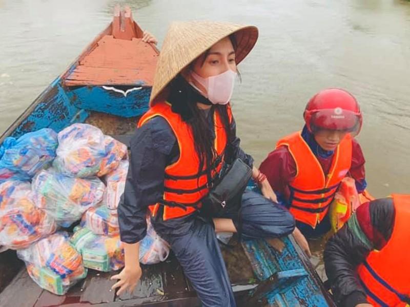 Xuc dong canh Thuy Tien an voi, tay nhan nheo khi di tu thien-Hinh-6