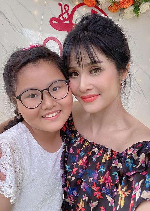 Tai hon voi chong kem 9 tuoi, cuoc song cua Thao Trang the nao?-Hinh-11
