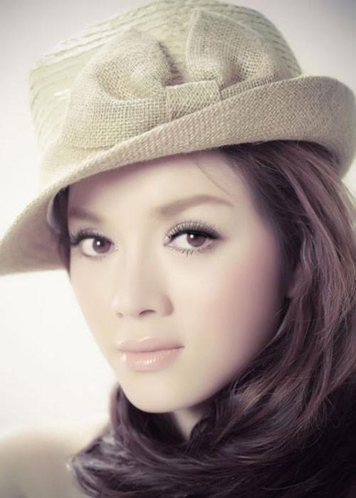 Cuoc song kho cuc cua Ly Nha Ky truoc khi la dai gia showbiz-Hinh-7