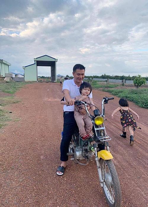 Chan dung chong dai gia cao troc dau theo Hoa hau Oanh Yen-Hinh-9