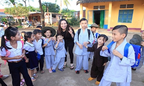 NTK Do Manh Cuong co 8 con nuoi: Ngam chuyen tinh nguoi showbiz-Hinh-4
