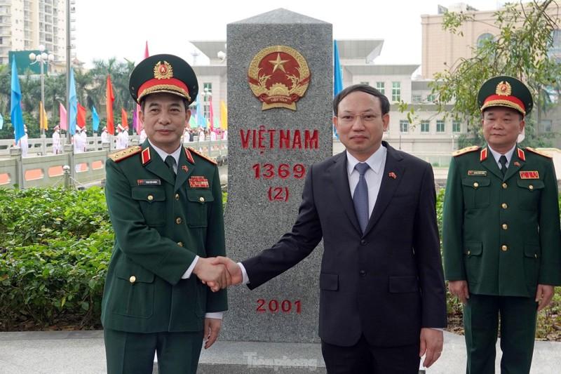 Thuong tuong Phan Van Giang va Thuong tuong Nguy Phuong Hoa hoi dam tai Trung Quoc-Hinh-5