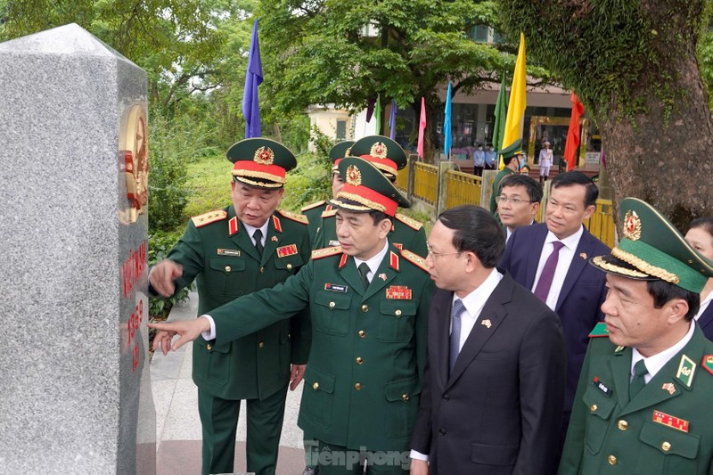 Thuong tuong Phan Van Giang va Thuong tuong Nguy Phuong Hoa hoi dam tai Trung Quoc-Hinh-6