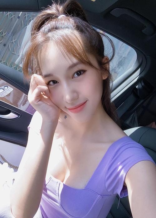 Duong cong goi cam cua Emily dong MV co ca tu nhay cam-Hinh-8