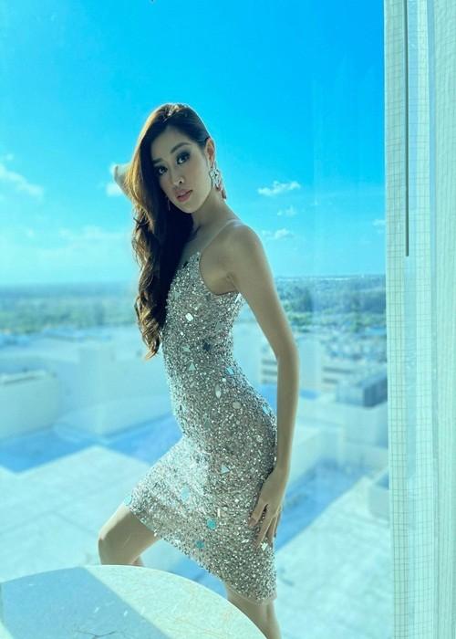 Khanh Van dien trang phuc ruong bac thang o Miss Universe 2020-Hinh-9