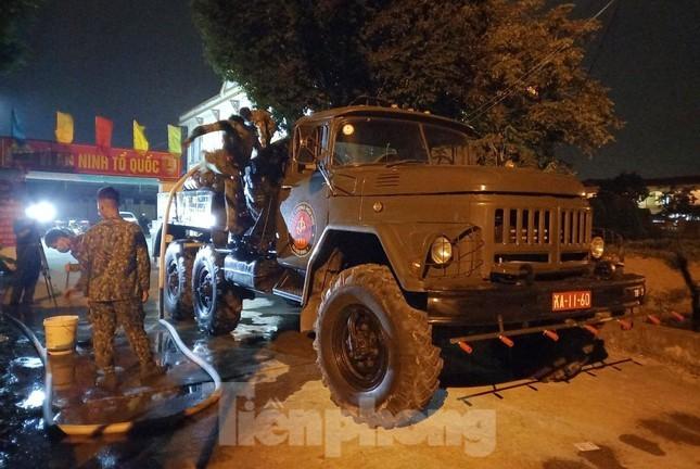 Binh chung Hoa hoc dua 15 xe dac chung tieu doc, khu trung 4 huyen o Bac Giang-Hinh-3