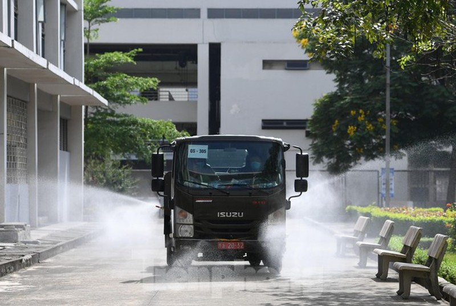 Binh chung Hoa hoc dua 15 xe dac chung tieu doc, khu trung 4 huyen o Bac Giang-Hinh-6