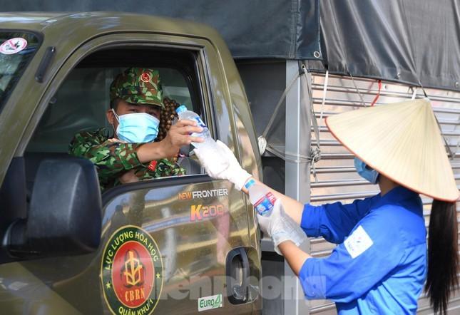 Binh chung Hoa hoc dua 15 xe dac chung tieu doc, khu trung 4 huyen o Bac Giang-Hinh-8