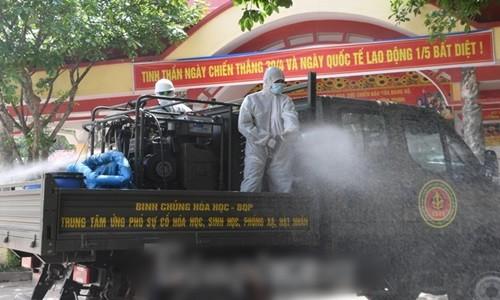 Binh chung Hoa hoc dua 15 xe dac chung tieu doc, khu trung 4 huyen o Bac Giang