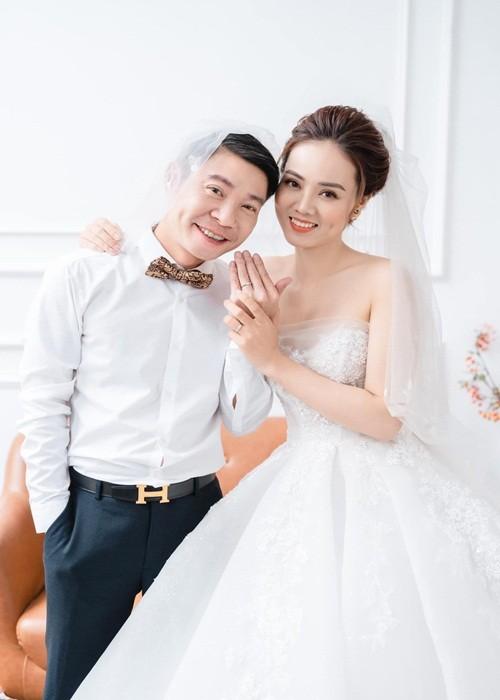 Hon nhan hanh phuc cua NSND Cong Ly va vo kem 15 tuoi