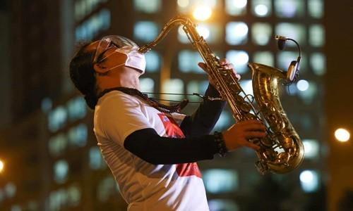 Nghe si saxophone Tran Manh Tuan bi dot quy-Hinh-2