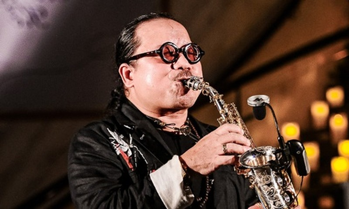 Nghe si saxophone Tran Manh Tuan bi dot quy