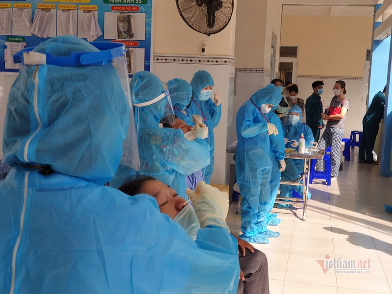 TP HCM: Luong nguoi ra duong tang 16% so voi hom qua-Hinh-2